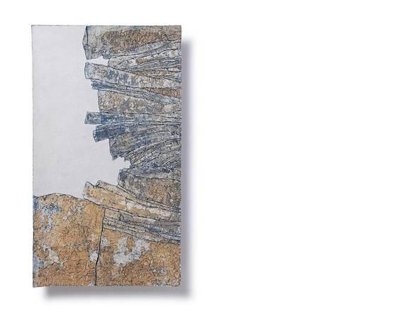 Blick auf das andere Ende; Höhe 64 cm; Breite 36,5 cm; Tiefe 2 cm; Steinzeugton; eigen entwickelte Masse; Engobe; Kobaltoxid; 2014
