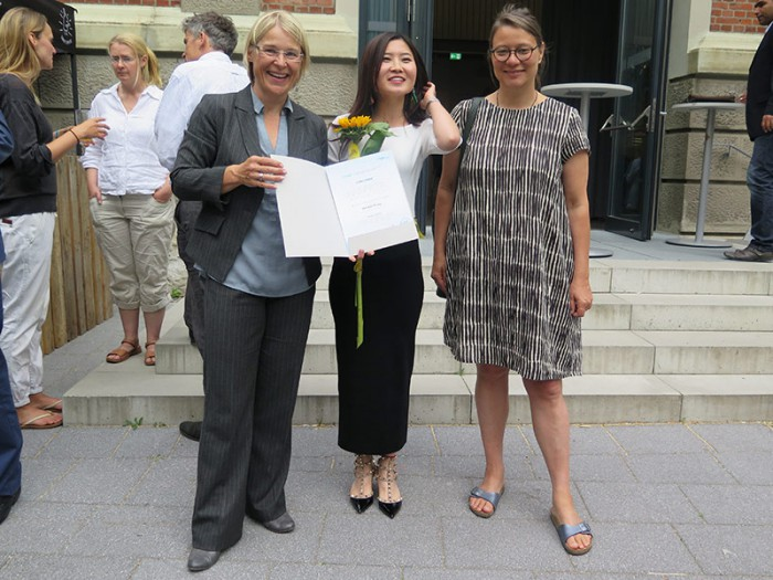 Ministerin Kristin Alheit, Suting Zhang und Professorin Antje Majewski