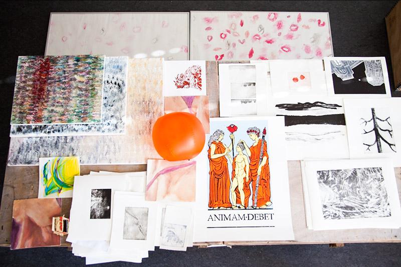Freie Zeichnung und Druckgrafik der Muthesius Kunsthochschule auf der Kieler Messe für Angewandte Kunst zu sehen